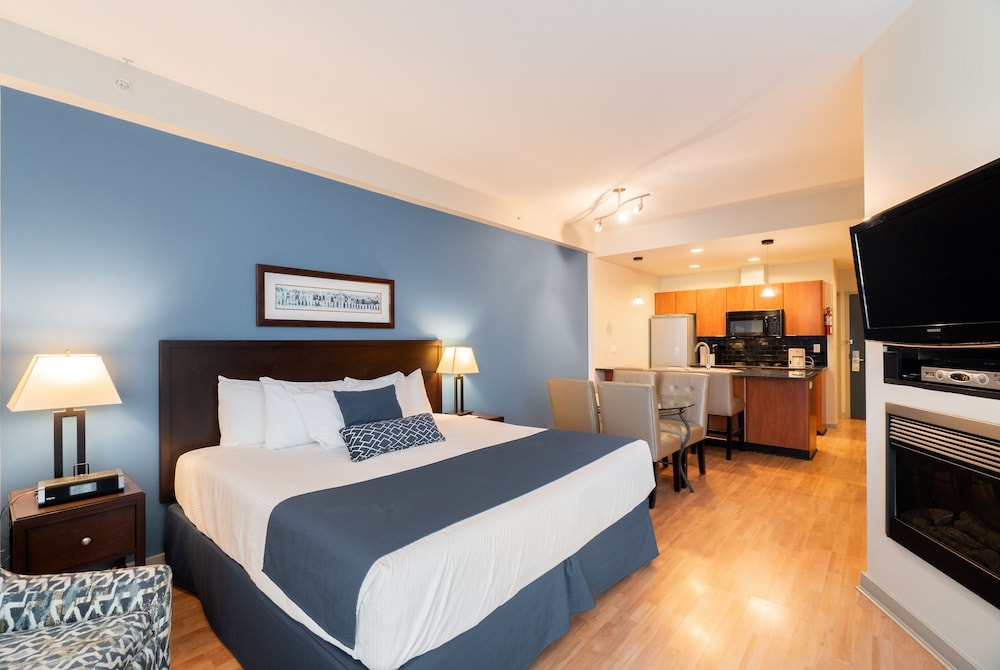 Not a great place for plugging in your electronics. Ocean Promenade Hotel In White Rock Hotel Rates Reviews On Orbitz