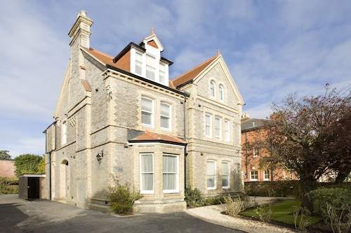 Saco Serviced Apartments Earley Deals 2019 Compare Save