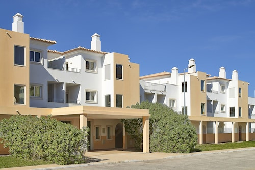 Oura Holiday Apartments Apartments Short Stay From 114