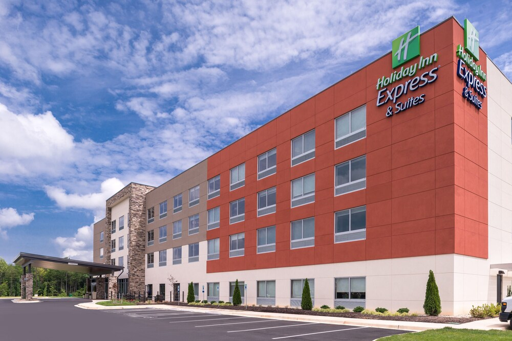 Holiday Inn Express Suites Farmville In Farmville Hotel