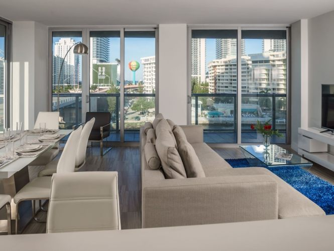 Luxurious Waterfront 3b Apartment With Private Elevator