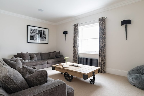 Gatwick Holiday Rentals 10 Best Accommodation In Gatwick Of