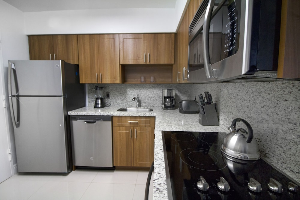 8 Guests Three Bedroom Suites, Miami: 2019 Room Prices