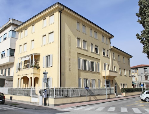 Hotels near Piscina Comunale Pontedera in Pontedera from