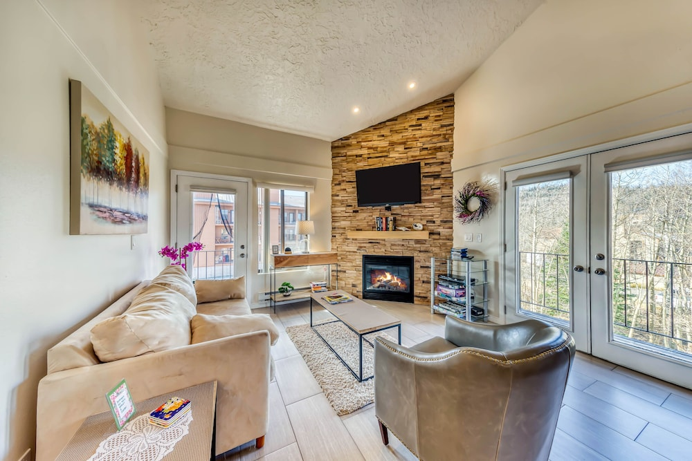 Lovely Condo W Shared Pool Hot Tub Sauna Clubhouse Close