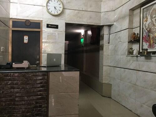 Hotels Near Salimgarh Fort In Delhi From 17 Ebookers Com