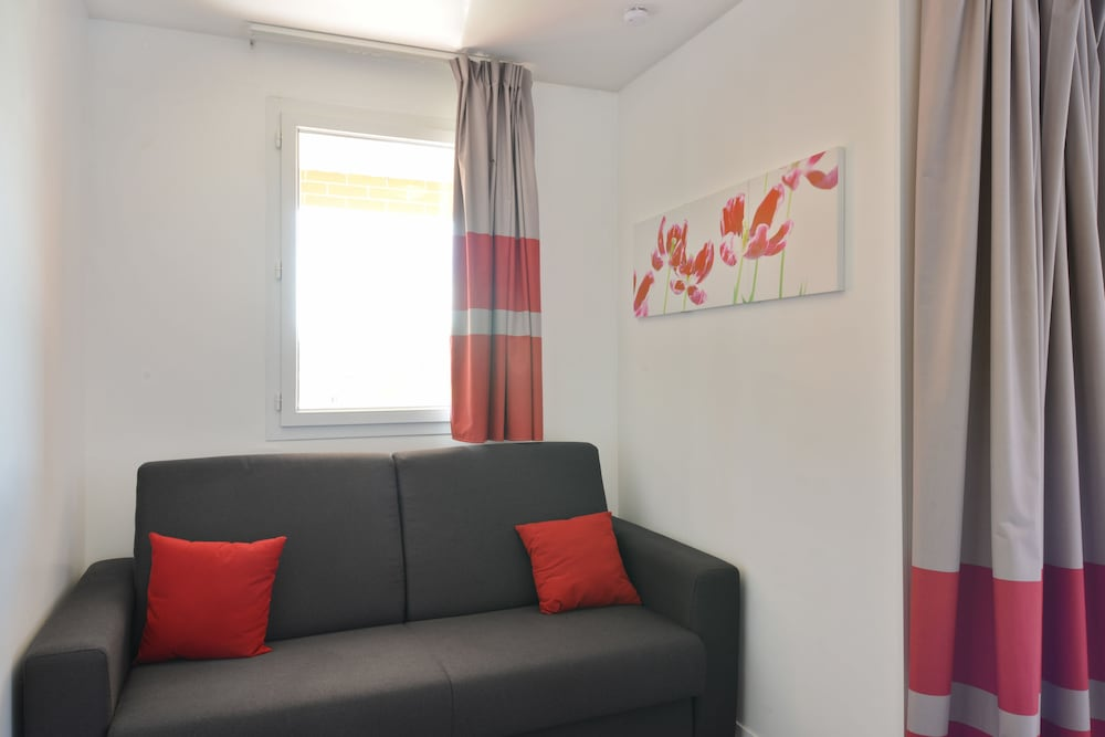 next quentin sofa bed review caliaitalia leather modular appart city confort st en yvelines bois d arcy 2018 building design reception guestroom