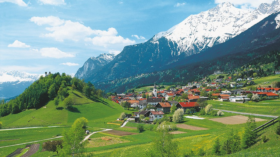 Wallpaper Falling Down Innsbruck Vacations Package Amp Save Up To 570 Expedia