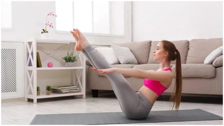 नौकासन (नाव मुद्रा) - इस आसन को करने के लिए किसी चटाई पर आरामदेह स्थिति में बैठ जाएं. अब अपनी बाहों को सीधे आगे की ओर फैलाएं. अपने पैरों को उठाएं और इन्हें 45 डिग्री पर सीधा फैलाएं ताकि आपका शरीर नाव के आकार जैसा हो जाए. जब तक आप सहज हों तब तक इस मुद्रा में रहें. इसे 10 बार दोहराएं.