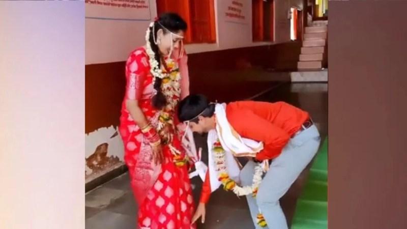 Viral Video: शादी के बाद दूल्हे ने पैर छूकर लिया दुल्हन का आशीर्वाद, लोगों ने दिए ऐसे रिएक्शन्स