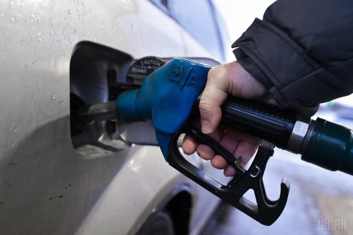 В следующем году бензин может подешеветь минимум на 20% / фото УНИАН