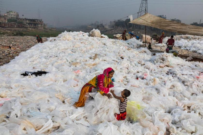 Пластик знаходили у найвіддаленіших куточках планети / фото nationalgeographic.com