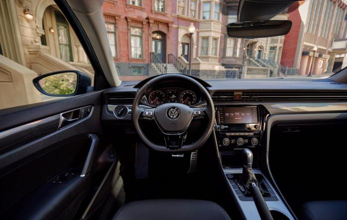 Passat will not have hybrid changes and even a digital dashboard / photos of carscoops.com