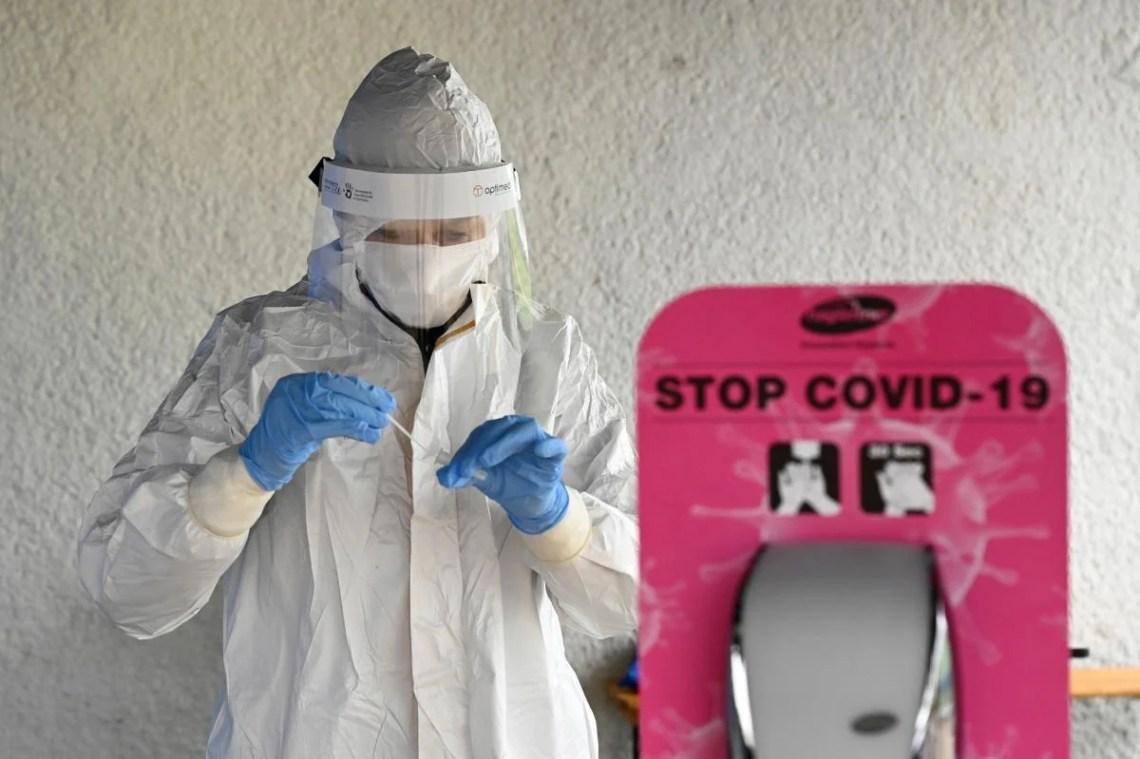 Коронавирус станет обычной простудой к 2024 году / фото REUTERS