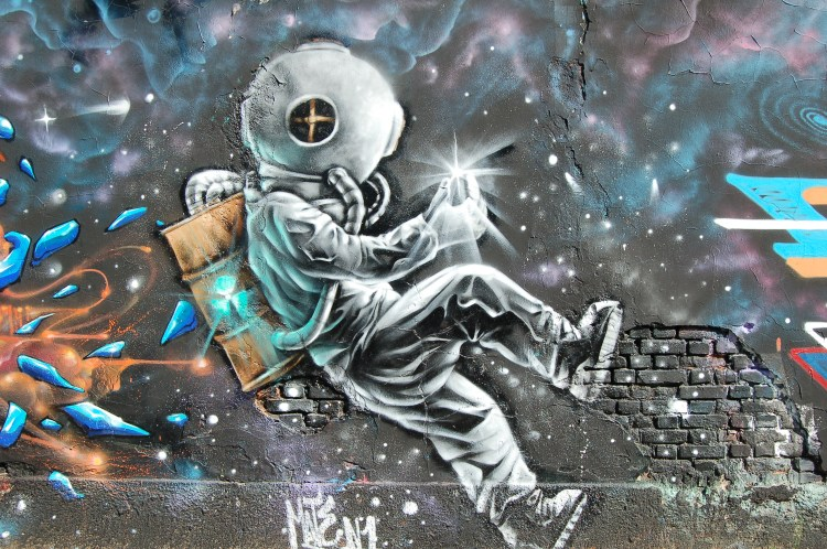 Astronaut graffiti art photo by Chris Barbalis cbarbalis on Unsplash