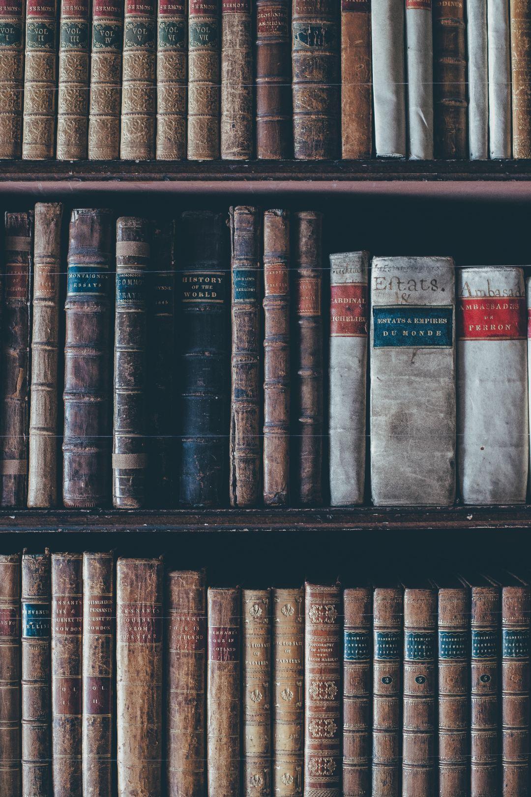 Iphone 5 Wallpaper Hd Shelves Antique Books And Encyclopedias Photo By Annie Spratt