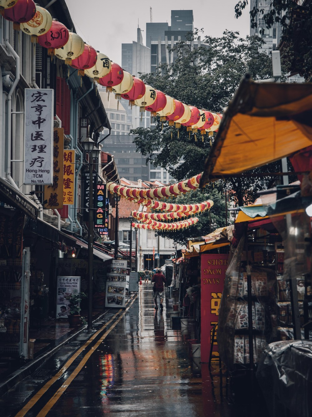 Cute Rain Hd Wallpapers Assorted Lanterns Hanged Above Alleyway Photo Free