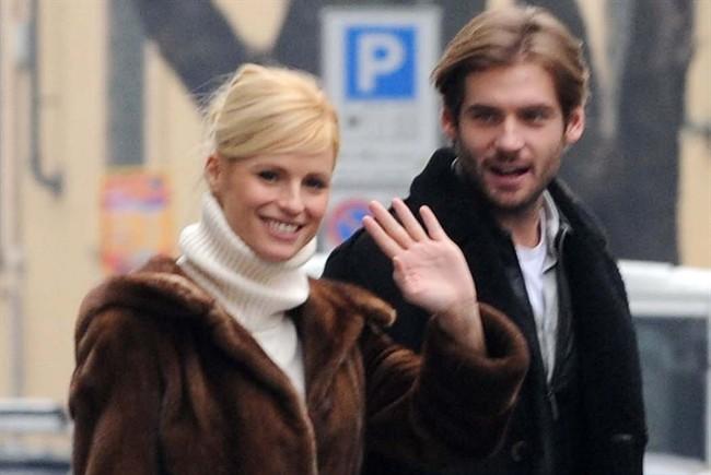 Michelle Hunziker e Tomaso Trussardi mano nella mano