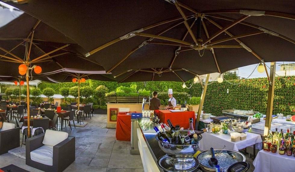 Aperitivo a Roma in terrazza al grand Hotel Via Veneto  VanityFairit