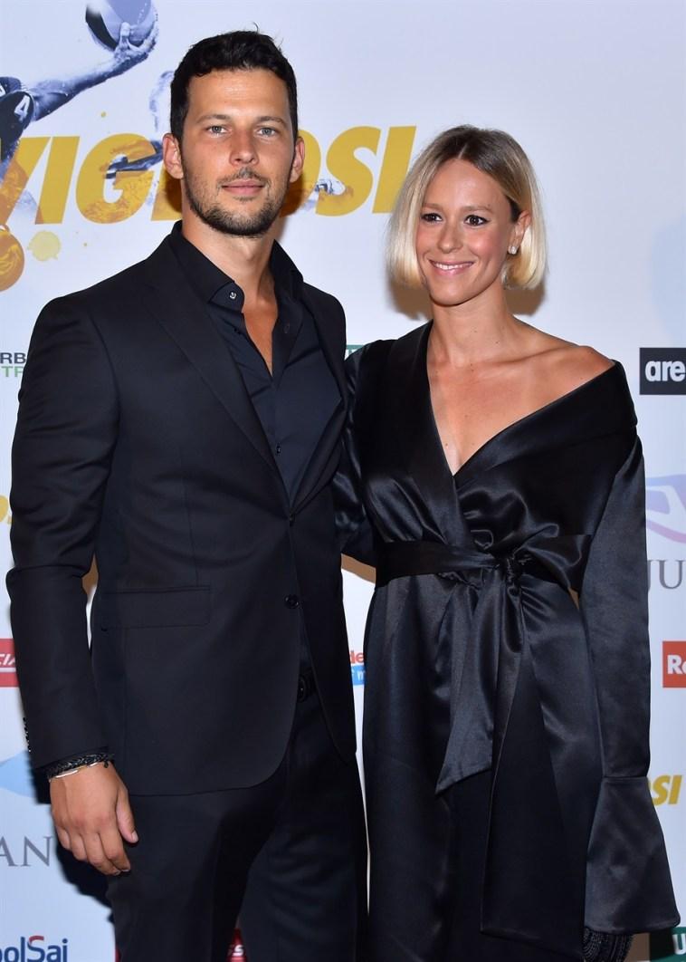 Federica Pellegrini e Matteo Giunta, com'è «strano» tenersi per mano alla luce del sole