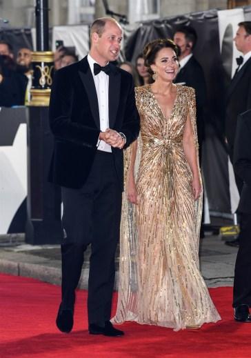 Il ritorno di James Bond riunisce sul red carpet Kate Middleton, William, Carlo e Camilla
