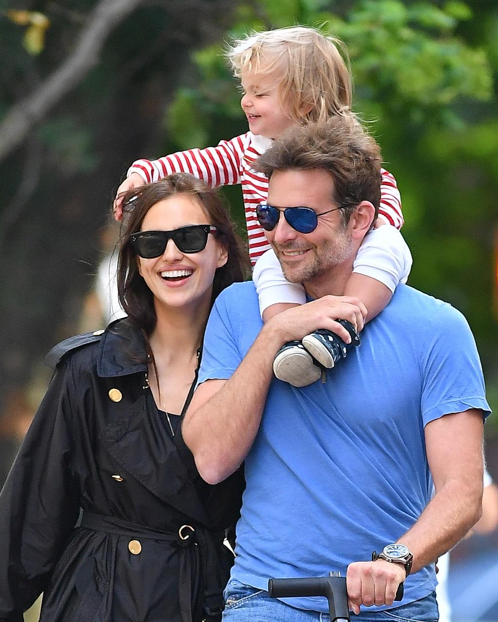 Forum on this topic: Bradley Cooper festeggia con fidanzata e famiglia, bradley-cooper-festeggia-con-fidanzata-e-famiglia/
