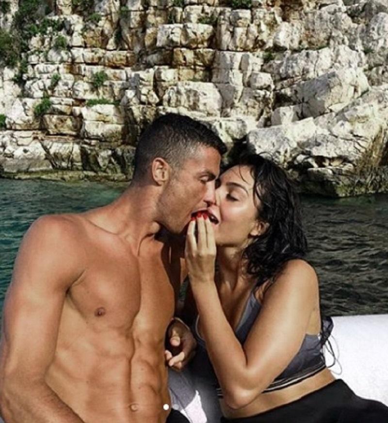 Il relax di Cristiano Ronaldo in Grecia con Georgina
