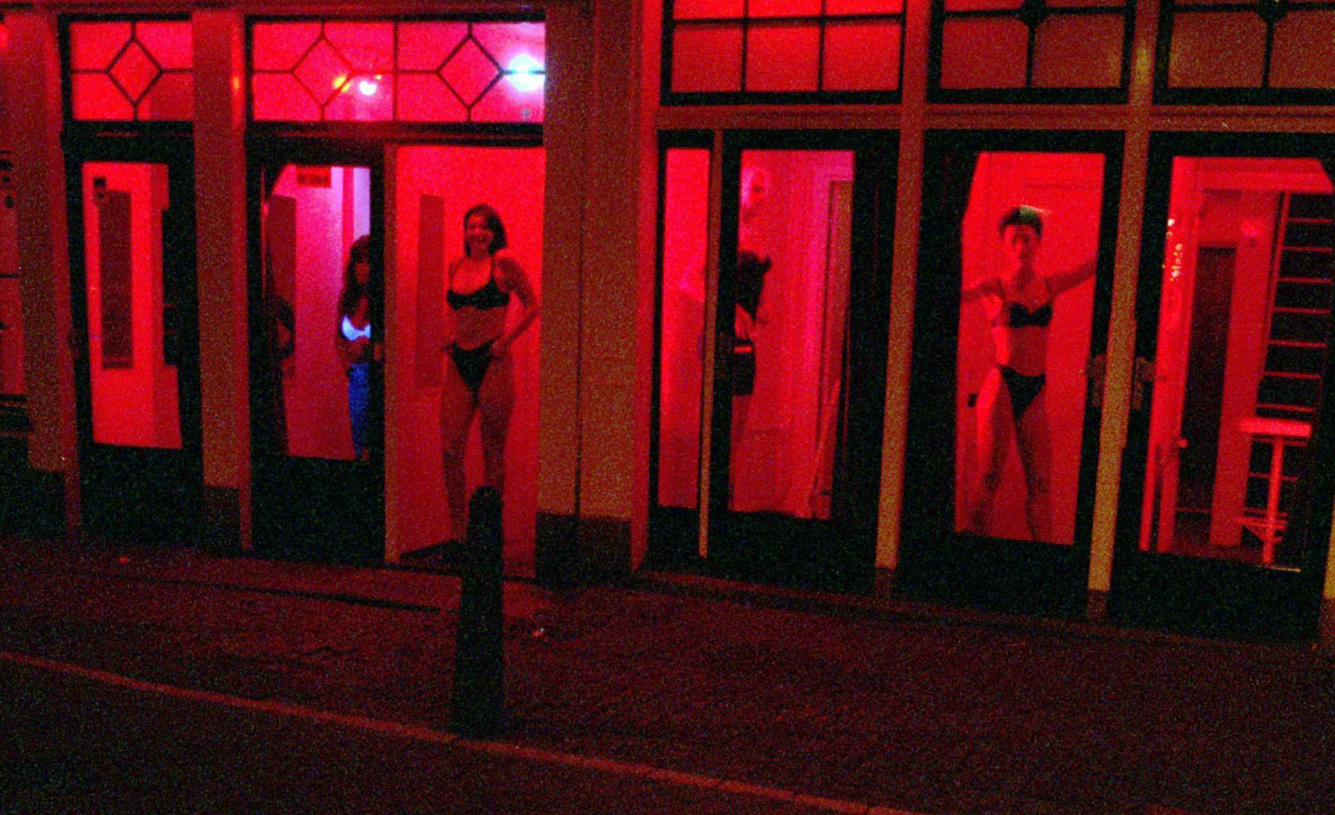 Vitrines de sexo vazias os bastidores da prostituio em Amsterdam  Virgula