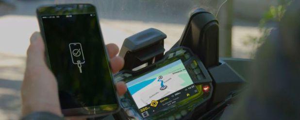 Noch in diesem Jahr wird die App-Integrations-Software MySpin fürs Motorrad verfügbar sein. Mit ihrer Hilfe lassen sich Smartphone-Apps im Cockpit-Display - sofern vorhanden - anzeigen.