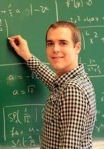 Dr. Michael von Domaros vom Institut für Physikalische und Theoretische Chemie der Universität Bonn.