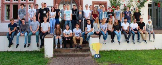 37 junge Frauen und Männer begannen am 01. September ihre Berufsausbildung bei Pirelli Deutschland.