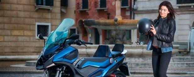 Mit dem CV3 Concept stellt Kymco auf der Eicma zudem seinen ersten dreirädrigen Maxi-Scooter vor.