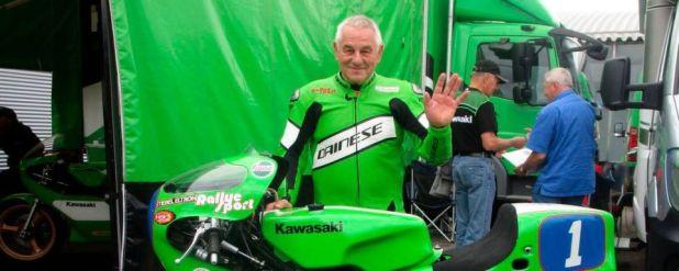 """Der fünffache Weltmeister Anton """"Toni"""" Mang gibt am Wochenende im Technik Museum in Speyer bei den Kawasaki Days Autogramme."""