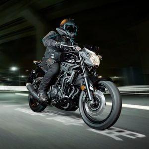 Yamaha weitet seine unverkleidete MT-Baureihe mit der MT-03 nach unten aus und kreiert damit ein sehr fahraktives Klein-Motorrad.
