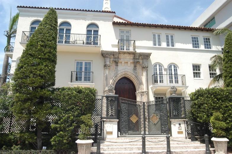 Gianni Versace venduta la casa di Miami  Vogueit