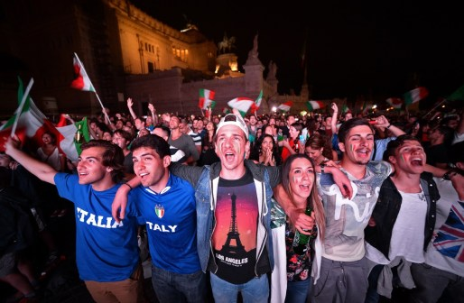 Výsledok vyhľadávania obrázkov pre dopyt italian football fans