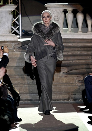 Carmen Dell'Orefice on the runway, Florence 2011