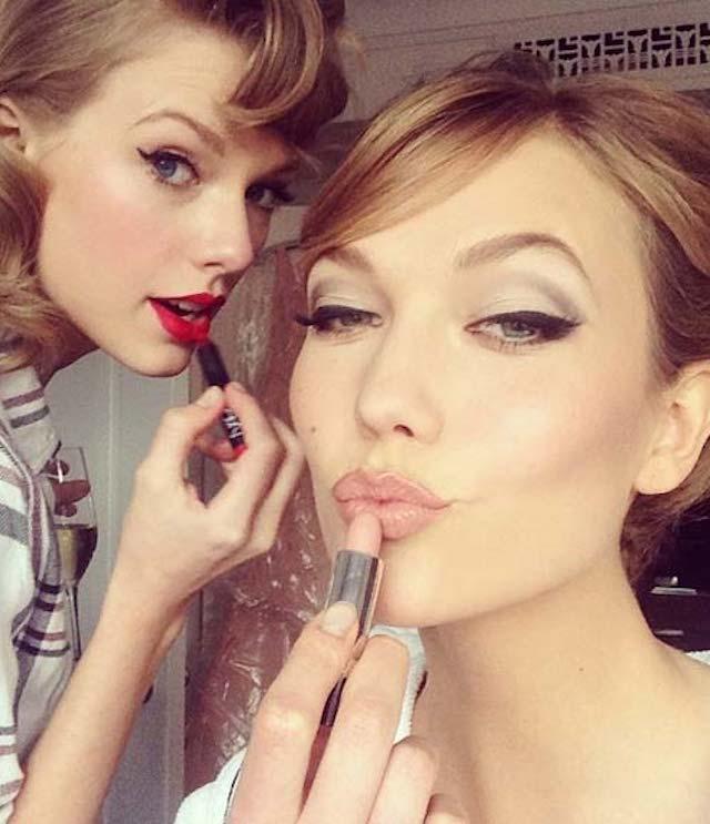 Taylor Swift e Karlie Kloss come gemelle. Di stile, beauty e su Instagram