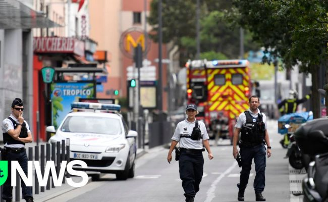 Franse Politie Pakt Twee Terreurverdachten Op Vrt Nws