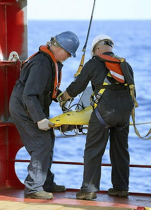 Crew on the Ocean Shield deploy the towed pinger locator.
