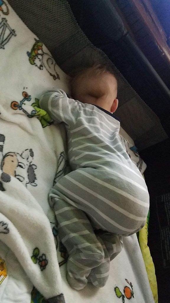 Baby Sleeping Up On Knees : sleeping, knees, Sleeping, There, Belly, Babies, Forums, Expect
