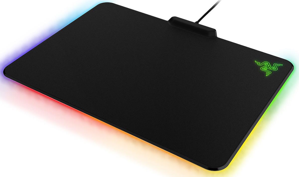 Razer Firefly tappetino per mouse molto molto tamarro  Wired
