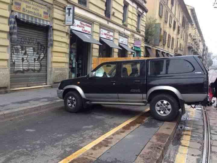 Sai quanto costa a Milano il tuo parcheggio in doppia fila