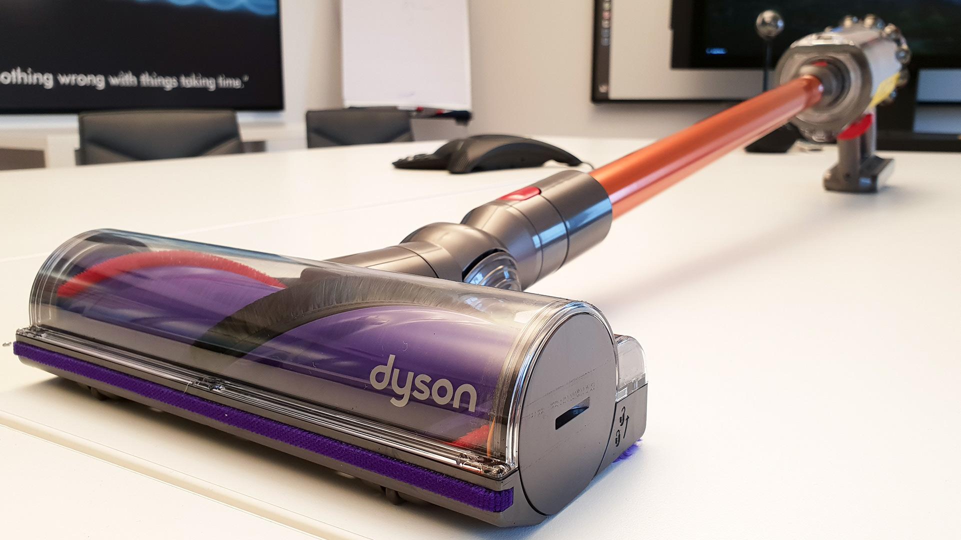 Cyclone V10 cos Dyson dice addio agli aspirapolvere a