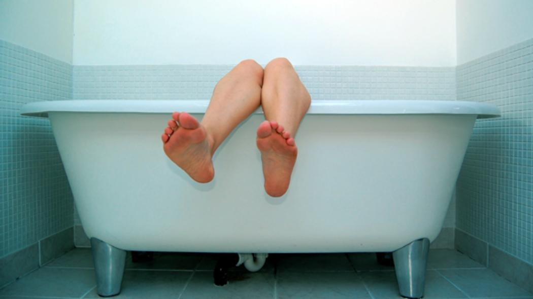 Un bagno caldo fa bruciare calorie quanto una pedalata  Wired
