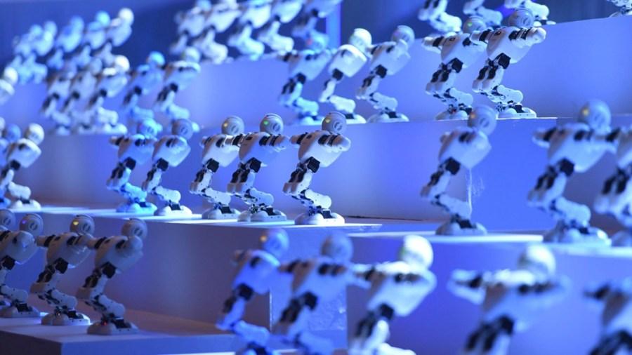 Gruppo di robot a una fiera in Cina (foto di Chen Chao/China News Service/Vcg via Getty Images)