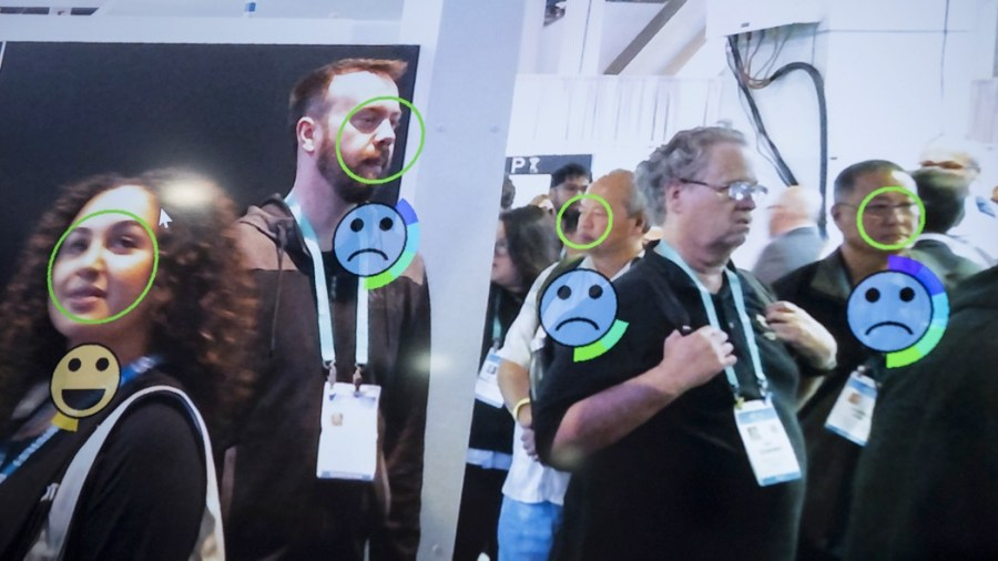 Riconoscimento facciale allo stand di Omron Corp al Ces di Las Vegas 2020 (foto: Bridget Bennett/Bloomberg via Getty Images)