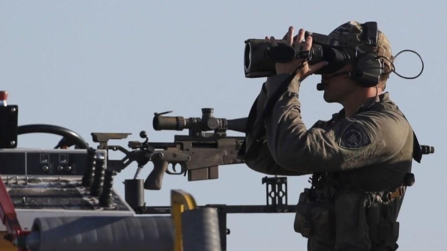 Militare controlla l'arrivo a Bruxelles del presidente americano Joe Biden per il summit Nato (foto Pool/ F.Andrieu/Agencepeps/Ipa)
