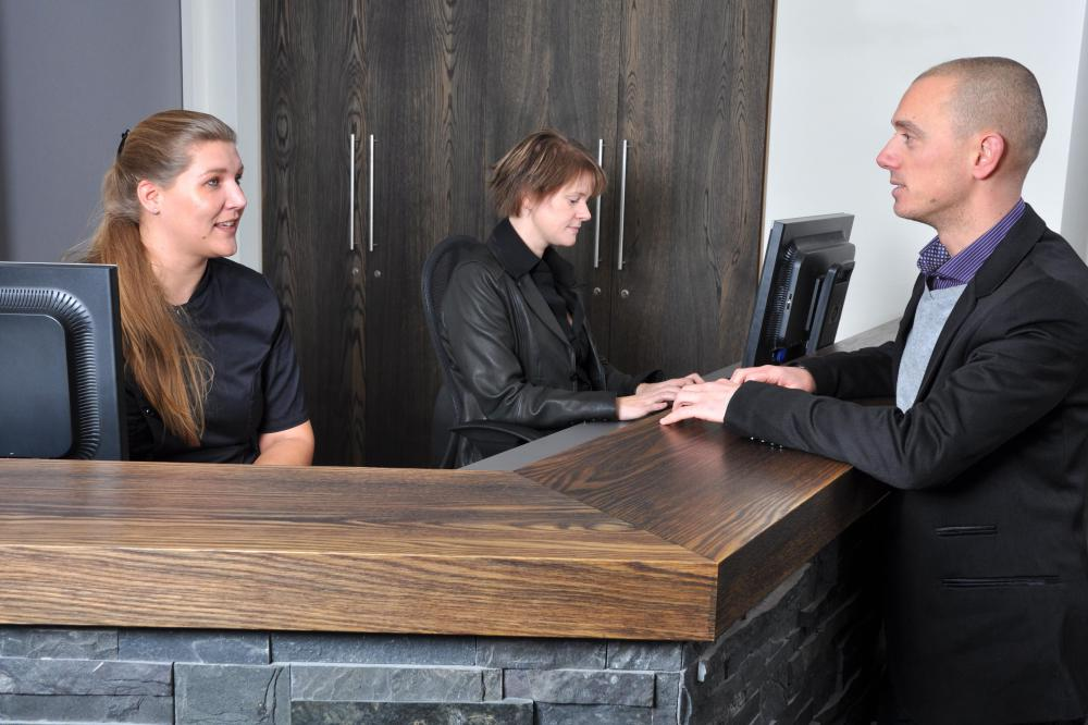 What Are the Best Tips for a Front Desk Supervisor