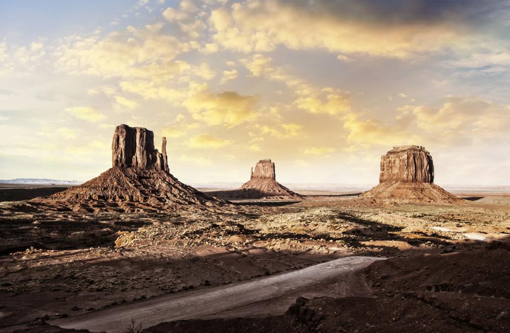 The United States is known for its many beautiful, undisturbed natural areas, one of which is the striking Monument Valley Navajo Tribal Park on the Arizona-Utah border.